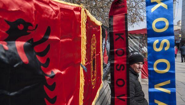 Zastava sa znakom OVK i šal tzv. Kosova u bojama Albanije - Sputnik Srbija