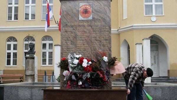 Споменик терористима ОВПБМ у Прешеву 16. јануара 2013. - Sputnik Србија