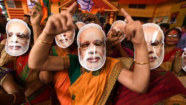 Присталице индијског премијера нарендре Модија славе изборну победу. - Sputnik Србија