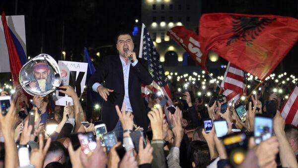 Ljuazim Baša se obraća demonstrantima u Tirani - Sputnik Srbija