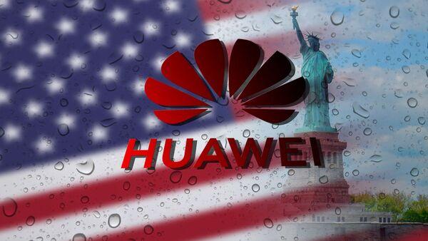 Америчка застава и лого кинеске фирме Хуавеј - Sputnik Србија