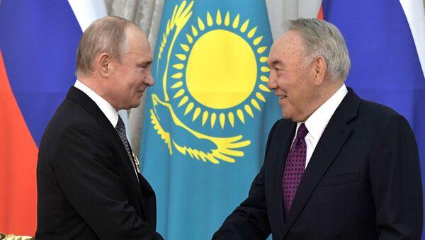 Predsednik Rusije Vladimir Putin i bivši predsednik Kazahstana Nursultan Nazarbajev - Sputnik Srbija