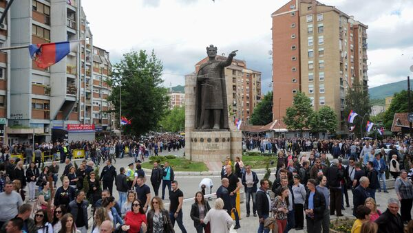 Срби у Косовској Митровици на митингу - Sputnik Србија