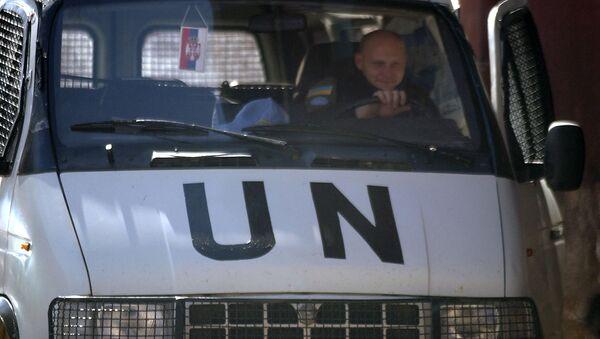 Pripadnik UNMIK-a u vozilu u Kosovskoj Mitrovici - Sputnik Srbija