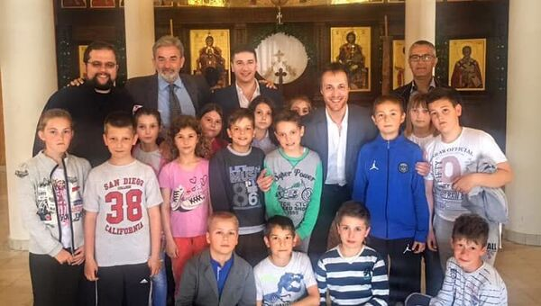 Lider Prave Crne Gore u Leposaviću sa srpskom decom - Sputnik Srbija