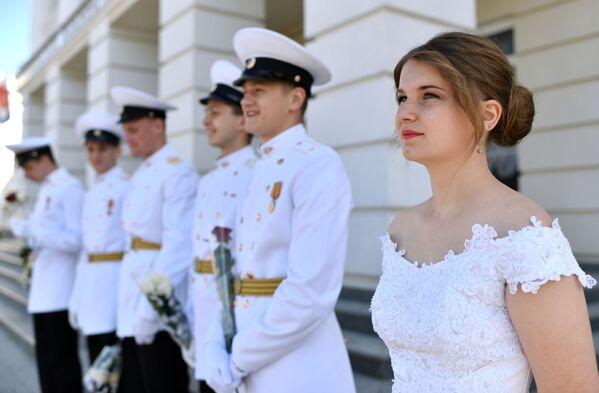 Kako su ruski maturanti proslavili poslednje školsko zvono - Sputnik Srbija