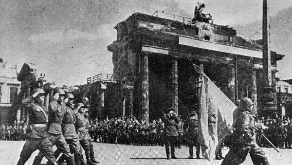 Парада совјетских трупа у Берлину на Дан победе у Другом светском рату  - Sputnik Србија