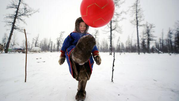 Deca na snegu u Jamalo-Neneckoj autonomnoj oblasti  - Sputnik Srbija