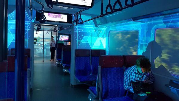 Дизајн за 21. век: Воз има УСБ пуњаче, бежични интернет... - Sputnik Србија