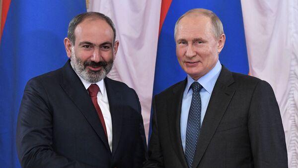 Президент РФ В. Путин принимает участие в Петербургском международном экономическом форуме - Sputnik Србија