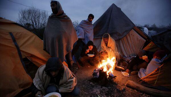 Мигранти у кампу у Великој Кладуши, Босна и Херцеговина. - Sputnik Србија