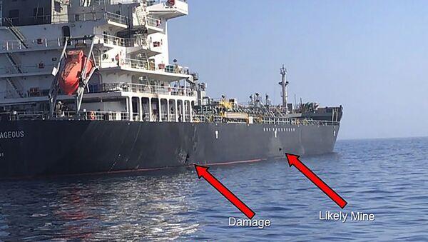 Snimak Centralne komande američke vojske na kojoj se navodno vide oštećenja i magnetna mina koja je pričvšćena za jednu stranu japanskog broda, pre nego što je uklonjena - Sputnik Srbija