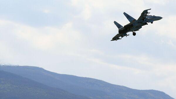 Višenamenski lovac Su-35 na vojnim vežbama  - Sputnik Srbija