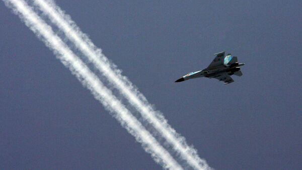 """Ваздушни """"бој"""" изнад шумовитог Кавказа: Лет Су-27 и Су-30 на малој висини  - Sputnik Србија"""