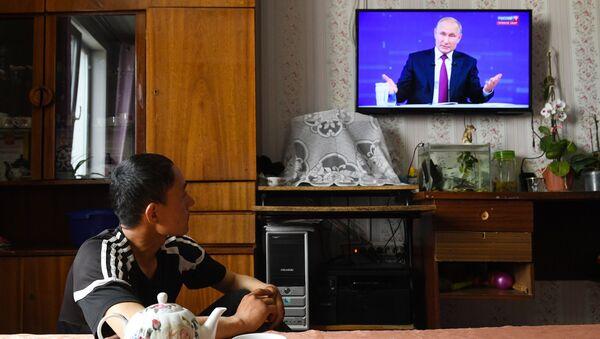 """Народ прати """"Директну линију"""" са Владимиром Путином - Sputnik Србија"""
