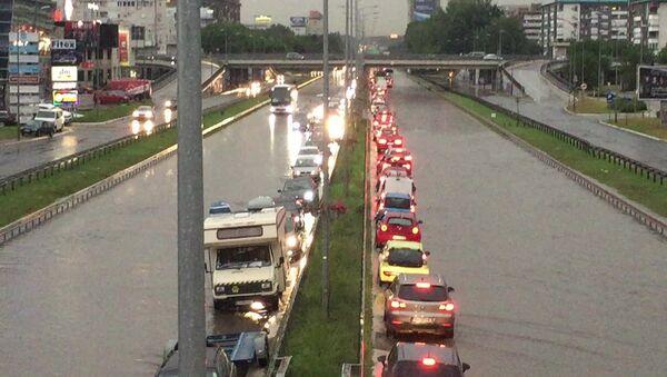 Поплављени ауто-пут - Sputnik Србија