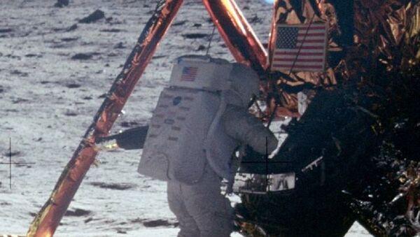 Нил Армстронг на Месецу - Sputnik Србија