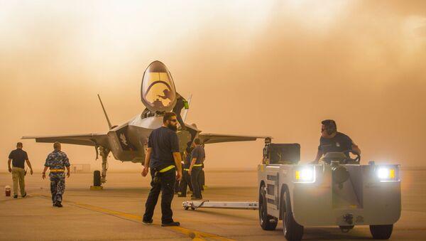 Ловац F-35 на војној бази у Аризони  - Sputnik Србија