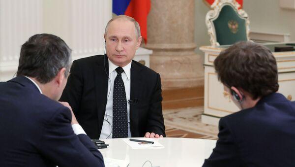 Predsednik Rusije Vladimir Putin tokom intervjua za Fajnenšel tajms - Sputnik Srbija