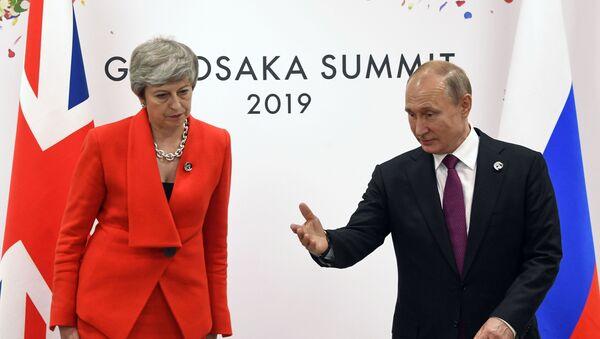 Premijerka Velike Britanije Tereza Mej i predsednik Rusije Vladimir Putin na samitu G20 u Osaki - Sputnik Srbija
