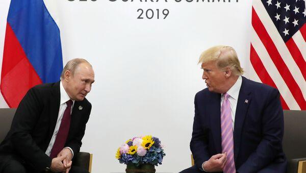Председник Русије Владимир Путин и председник САД Доналд Трамп - Sputnik Србија