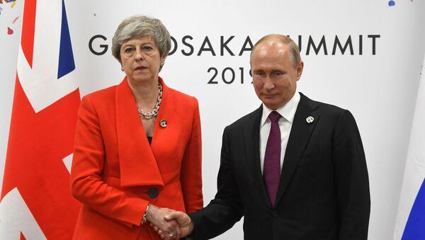 Premijerka Velike Britanije Tereza Mej i predsednik Rusije Vladimir Putin na sastanku u Osaki - Sputnik Srbija