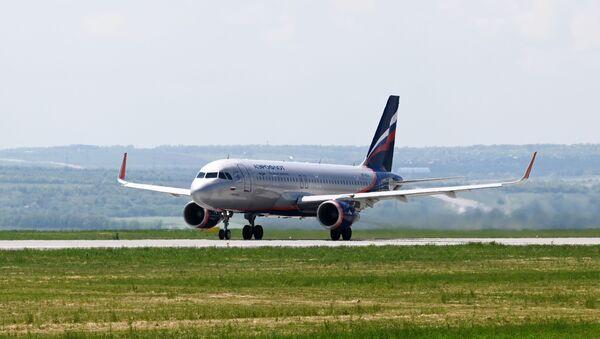 Avion Erbas A320 kompanije Aeroflot na pisti aerodroma u Rostovu na Donu - Sputnik Srbija