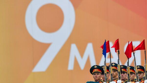 Vojnici na vojnoj paradi povodom Dana pobede u Drugom svetskom ratu na Crvenom trgu u Moskvi - Sputnik Srbija