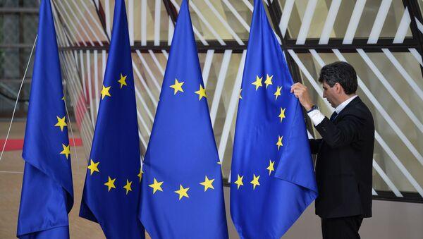 Линија раздвајања се своди на геополитику... - Sputnik Србија