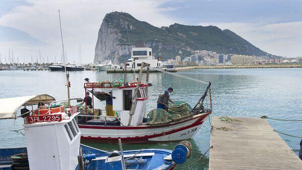 Чамци и бродови укотвљени у луку у Гибралтару - Sputnik Србија