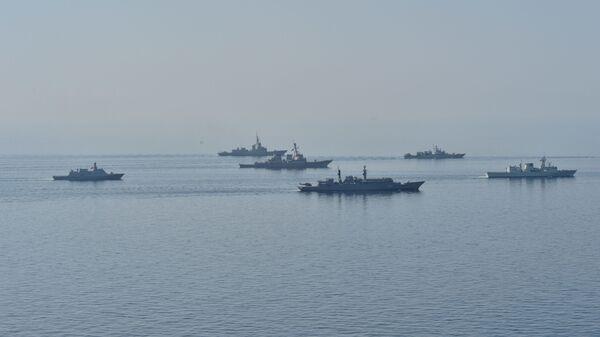 Vojne vežbe Morski povetarac na Crnom moru u kojima učestvuju brodovi Ukrajine, Gruzije, Rumunije, Turske, Letonije i SAD - Sputnik Srbija