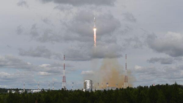 Лансирање ракете-носача Сојуз 2.1б са међуорбиталним тегљачем Фрегат и метеоролошким сателитом Метеор-М на космодрому Восточни - Sputnik Србија