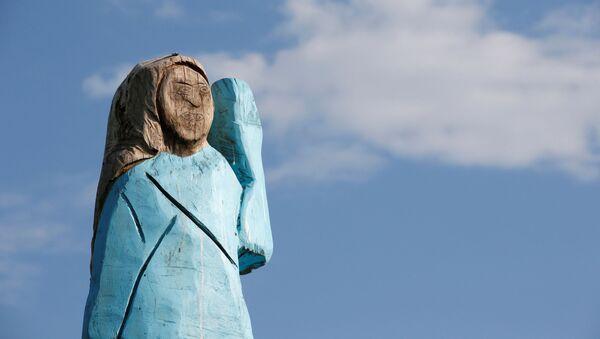 Skulptura Melanije Tramp u prirodnoj veličini u Sloveniji - Sputnik Srbija