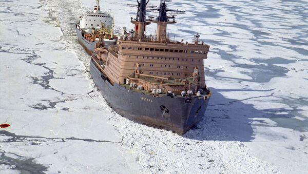 Руски атомски ледоломац на Северном морском путу - Sputnik Србија