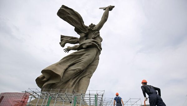 Restauracija spomenika Majka Otadžbina zove u Volgogradu - Sputnik Srbija