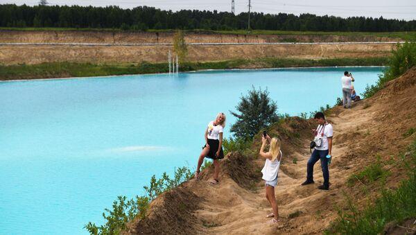 Посетиоци се фотографишу на депонији термоелектране у Новосибирску - Sputnik Србија