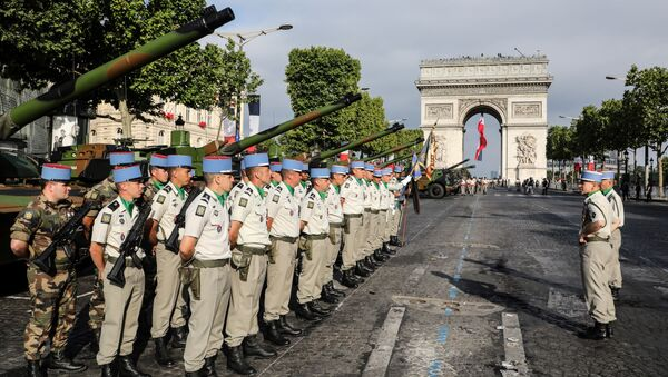 Francuski vojnici postrojeni pred početak parade povodom Dana pada Bastilje u Parizu - Sputnik Srbija