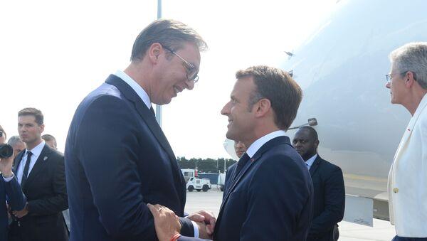 Српски председник Александар Вучић дочекао је председника Француске - Sputnik Србија