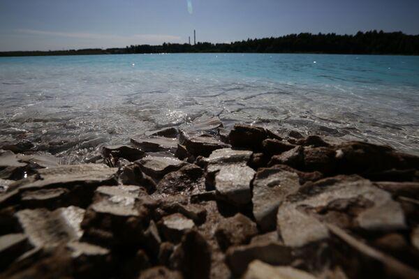 Вода је препуна хемикалија које могу изазвати озбиљне проблеме на кожи, саопштили су из сибирске компаније за производњу струје.   - Sputnik Србија