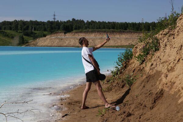 Много Руса организује излете поред језера. - Sputnik Србија