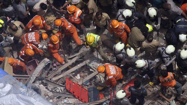 Spasioci u potrazi za preživelima u Mumbaju - Sputnik Srbija