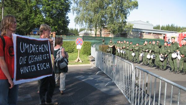 Протести испред ваздухопловне базе у Бихелу - Sputnik Србија