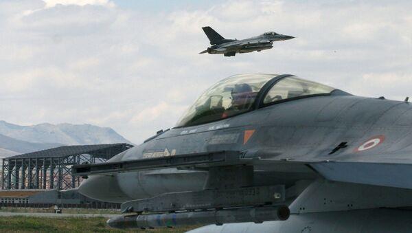 Турски ловац Ф-16 - Sputnik Србија