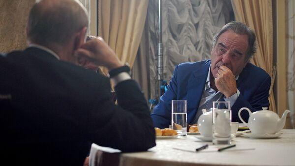 Oliver Stoun i Vladimir Putin - Sputnik Srbija