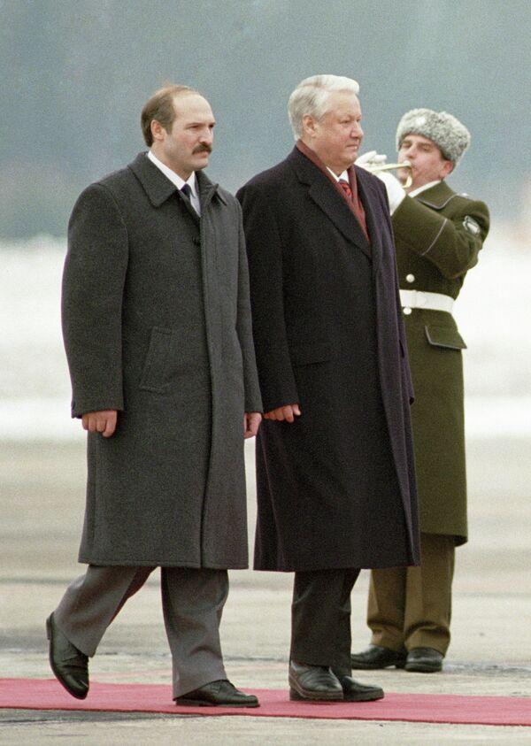 Zvanična poseta predsednika Rusije Borisa Jeljcina Belorusiji 1995. godine. - Sputnik Srbija