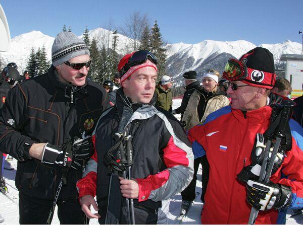 Predsednik u sportskoj odeći sa zamenikom predsednika Vlade Rusije Dmitrijem Medvedevom i premijerom Rusije Viktorom Zubovom u Sočiju 2008. godine. - Sputnik Srbija
