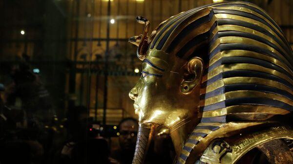 Zlatna maska kralja Tutankamona u Egipatskom muzeju u Kairu - Sputnik Srbija