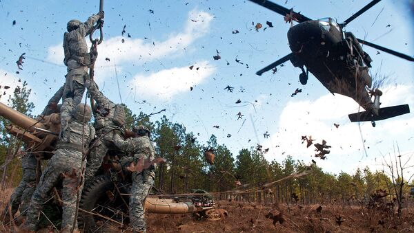 Амерички војници и хеликоптер UH-60 Black Hawk  - Sputnik Србија