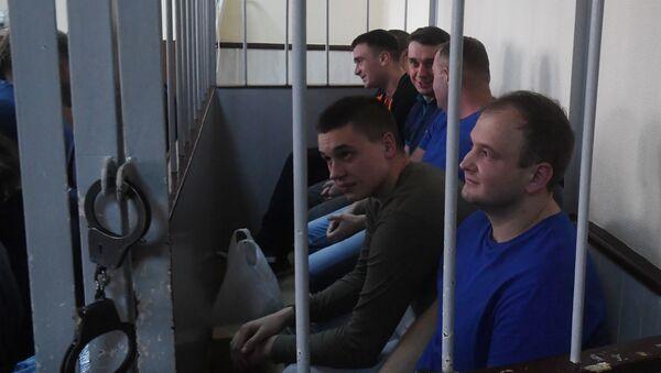 Украјински морнари ухапшени након инцидента у Керчком мореузу због повреде граница Русије - Sputnik Србија