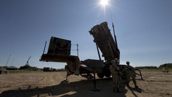Припадници 10. америчке ваздушно-ракетне команде поред система за противваздушну одбрану Патриот - Sputnik Србија